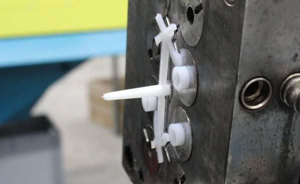 fabricant d'entretoise, rondelle, bague par injection plastique
