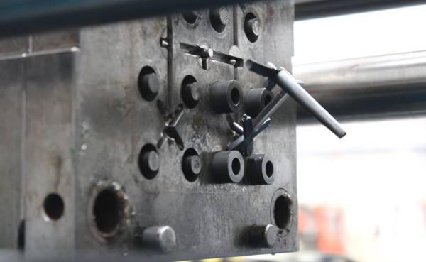 Fabricant par injection plastique d'entretoise, rondelle, canon épaulé